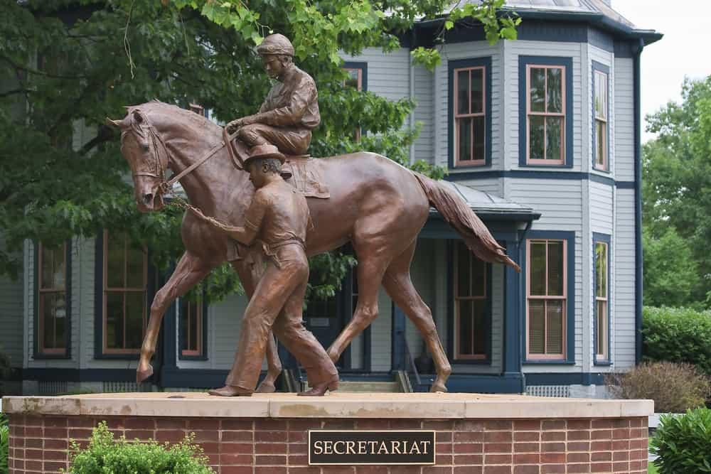 Secretariat horse statue
